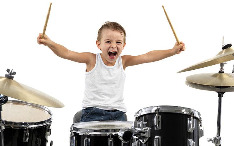 5 beneficios para los niños de tocar la batería